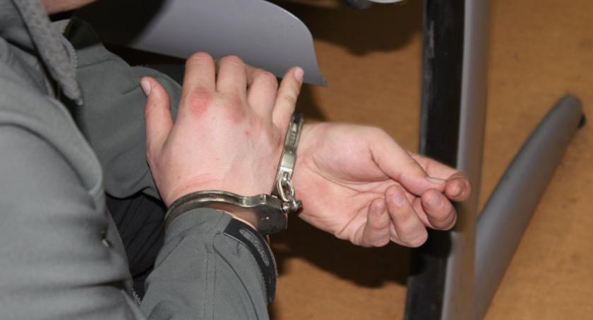 Interwencje, Lubił whiskey jednak lubił płacić rękach policji - zdjęcie, fotografia