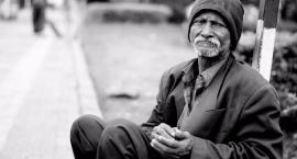Nie bijmy leżącego. Historia bezdomnego z Bielan